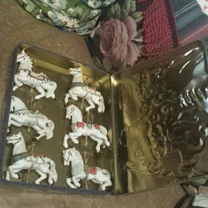 6 Christmas Horses in a Candy Tin!!